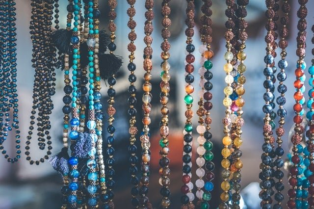 4 Mistakes to Avoid When Purchasing a Birthstone Necklace for Mom